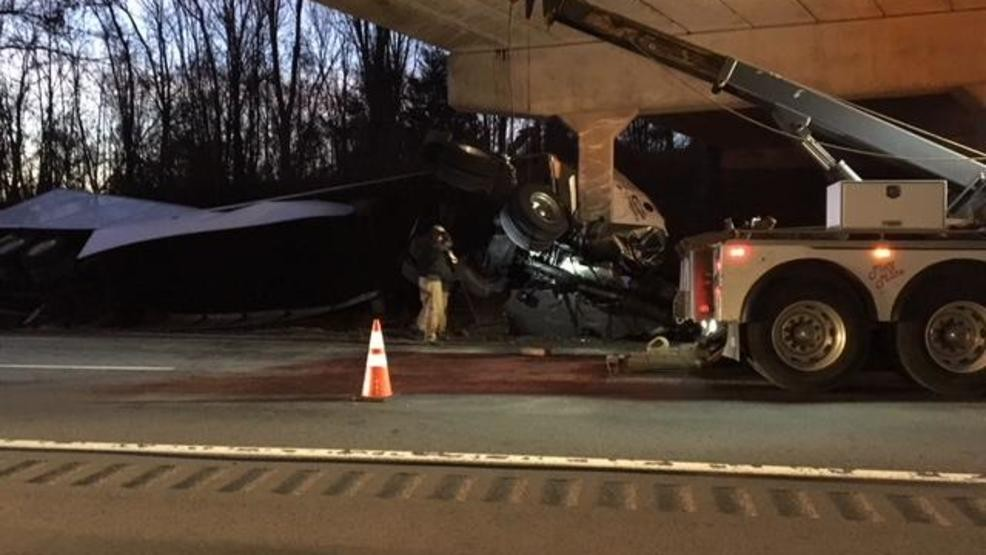 Tractor trailer hits bridge support beam on I-40 WB in